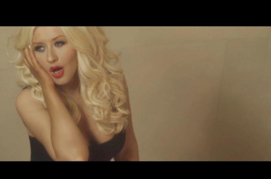 """Christina Aguilera """"Hoy Tengo Ganas De Ti"""" vaizdo klipe"""