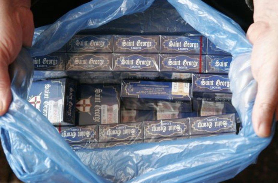 Kontrabandinių cigarečių aptinkama vis dažniau.