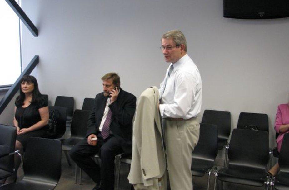 Iš kairės: B.Jablonskienė nuteista lygtinai, V.Vizbaras nuteistas 4 metams laisvės atėmimo, V.Muntianas išteisintas.