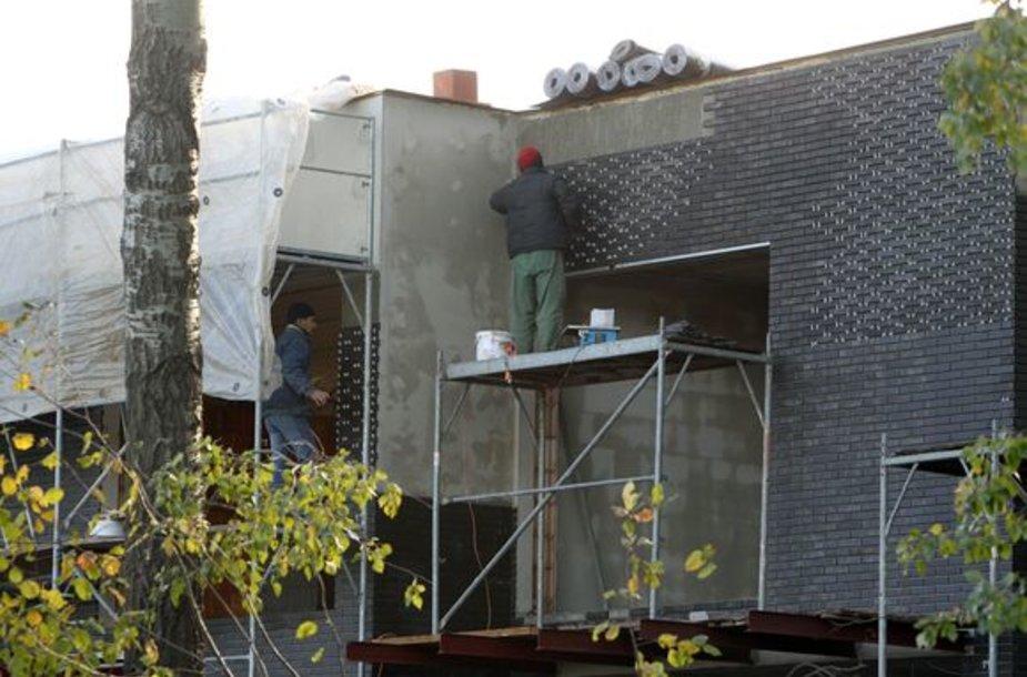 Nemažai Kauno statybininkų dirba be šalmų.