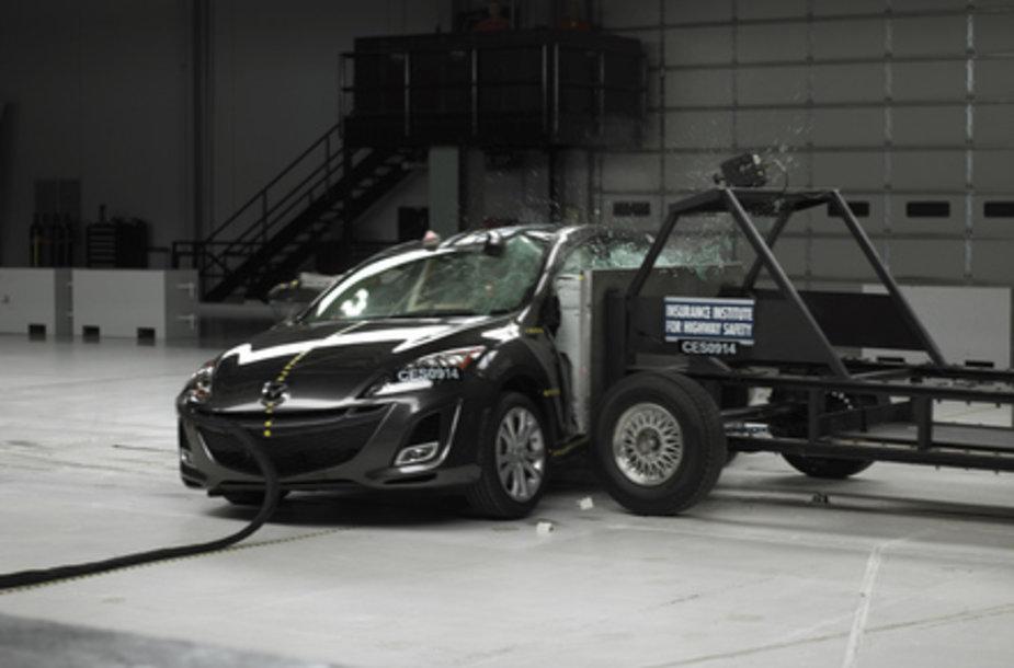 """IIHS atliktas naujosios """"Mazda 3"""" saugumo testas"""
