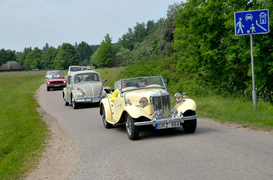 Istorinių automobilių žygis