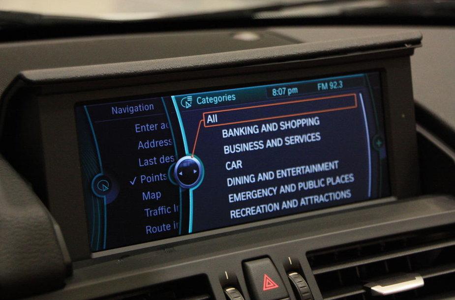 """BMW iDrive"" sistema"