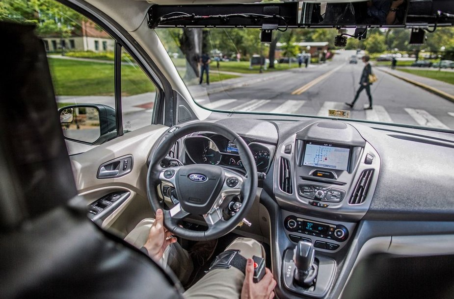 """Ford"" eksperimentas: automobilis ""be vairuotojo"""