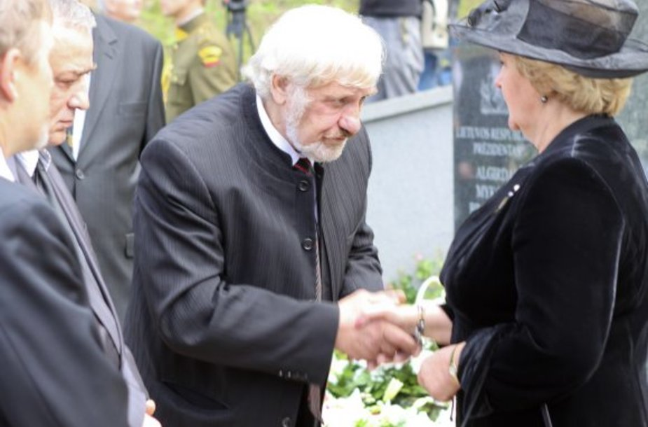 Vytautas Šustauskas reiškia užuojautą Kristinai Brazauskienei.