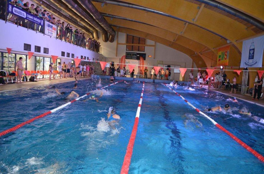 Varėnos baseine organizuojamos Lietuvos šeimų plaukimo varžybos