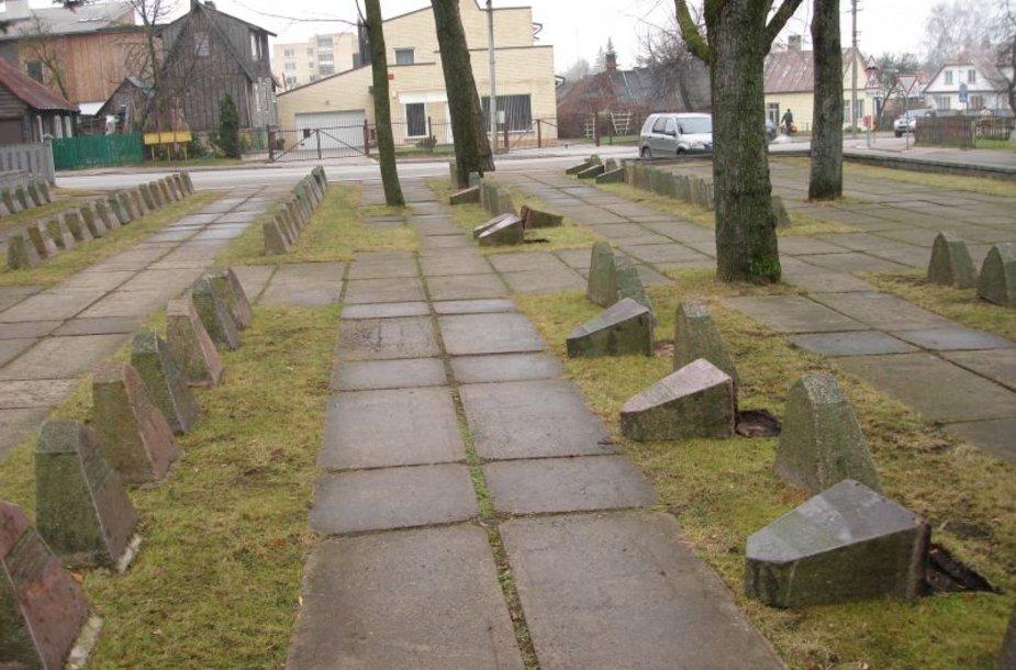 Panevėžyje nuversta 18 paminklų žuvusiems kariams