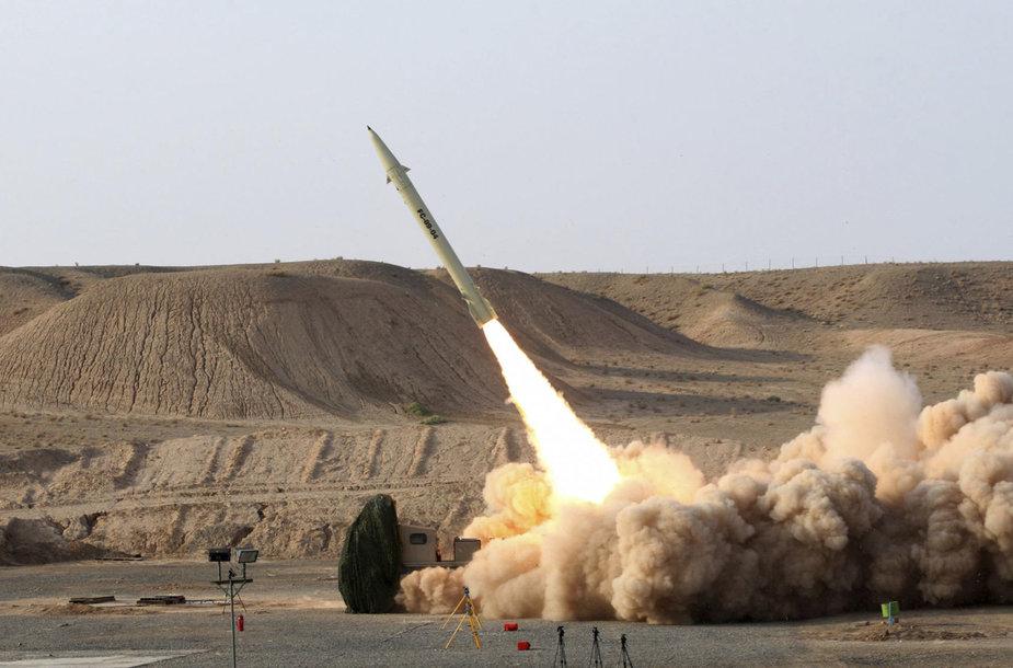 """Trumpojo nuotolio raketa """"Fateh-110"""""""