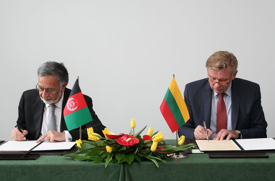 Ministrai pasirašė Lietuvos ir Afganistano užsienio reikalų ministrai pasirašė bendradarbiavimo memorandumą