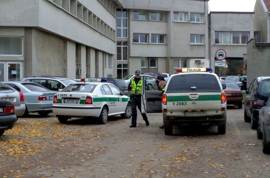 Išankstiniame Seimo rinkimų 2-ojo turo balsavime Šilutėje gausu policijos pareigūnų