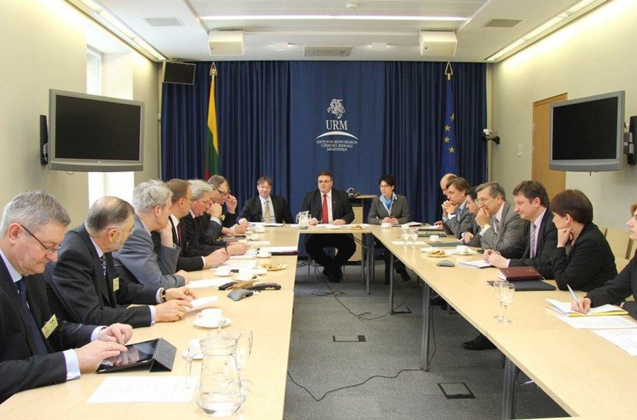 Linas Linkevičius su verslo struktūrų atstovais aptarė galimybes didinti Lietuvos verslo konkurencingumą