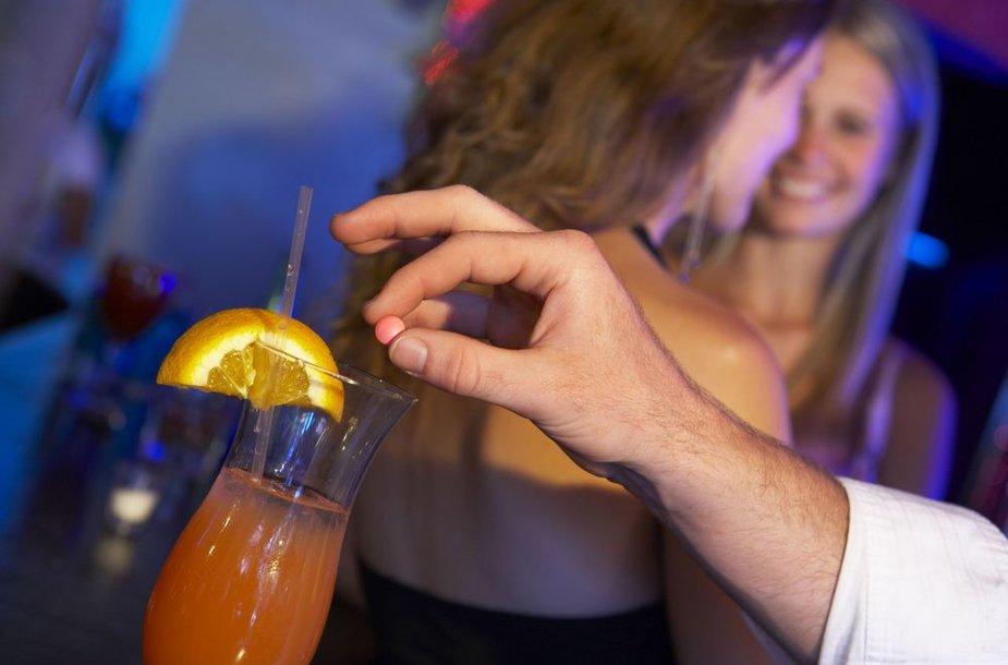 Asociatyvinė nuotrauka. Nekaltas vakaras klube su nepažįstamuoju Margaritai baigėsi tragiškai – vaikinas ją apsvaigino ir vėliau išprievartavo.
