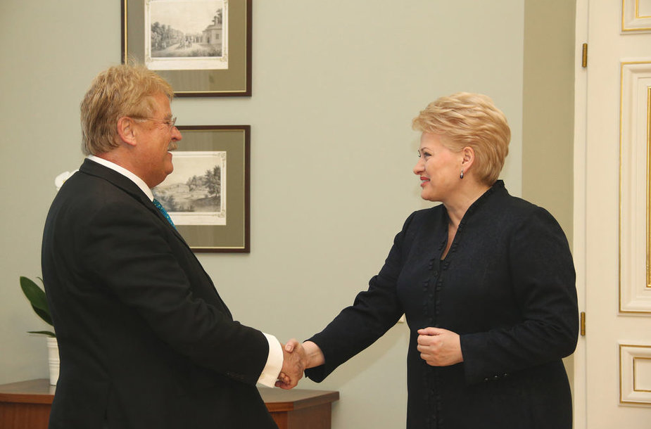 Lietuvos Respublikos Prezidentė Dalia Grybauskaitė susitiko su Europos Parlamento (EP) Užsienio reikalų komiteto pirmininku Elmaru Broku.