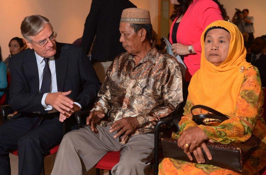 Nyderlandų ambasadorius Indonezijoje Tjeerdas De Zwaanas (kairėje)