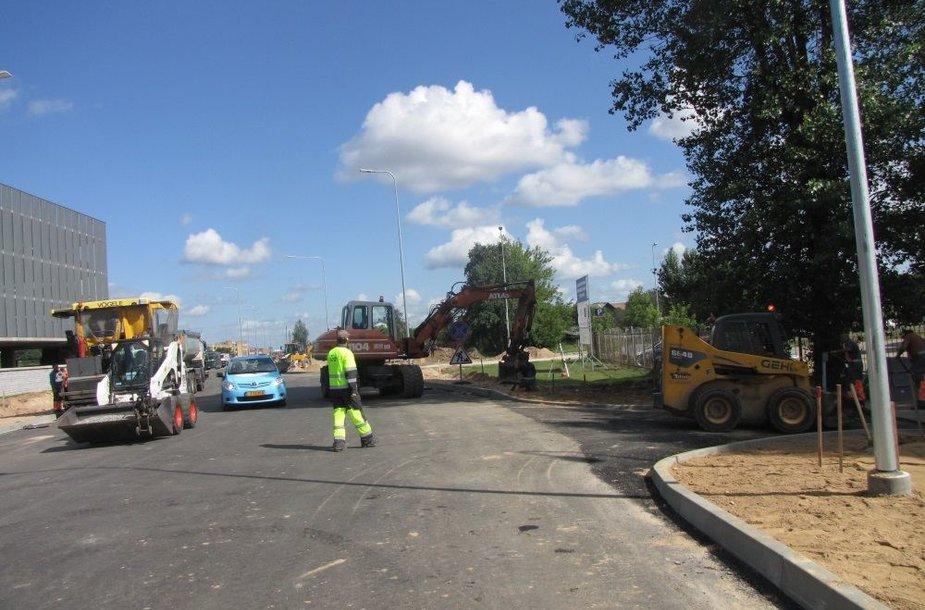 Naujoji gatvė į Vilniaus oro uostą baigiama statyti.