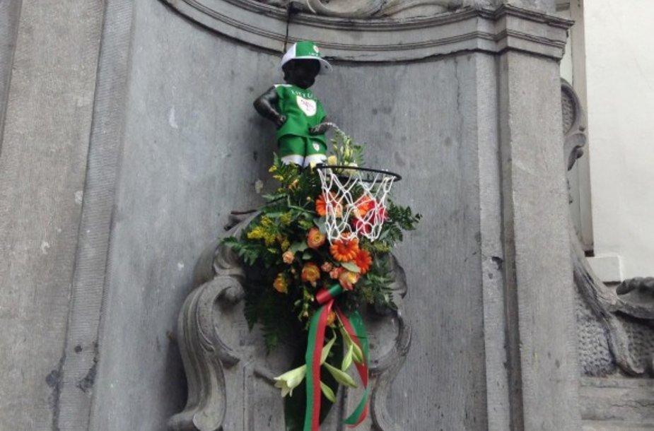 Briuselio berniukas pasipuošė Lietuvos vyrų krepšinio rinktinės apranga