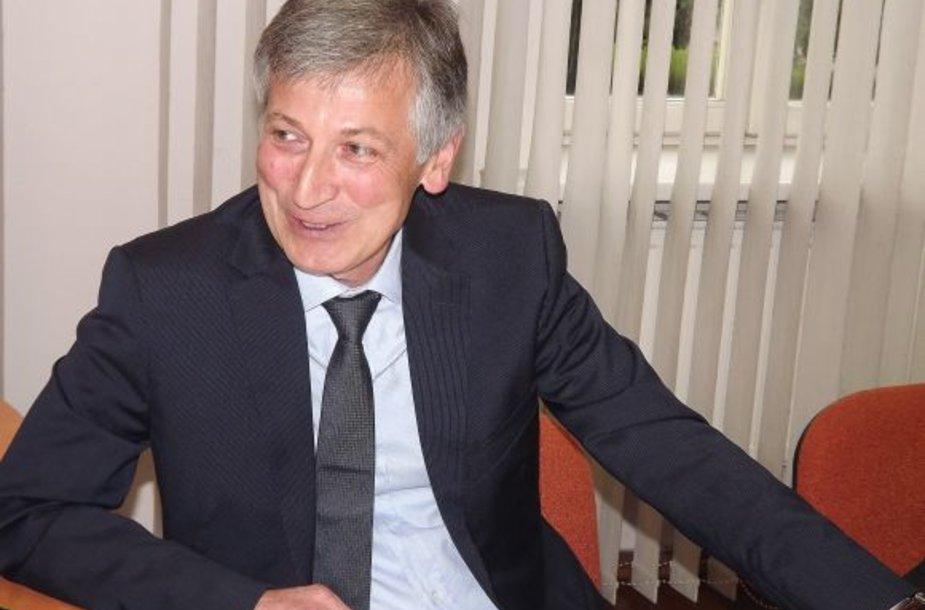 Š.Gumerovas prašo savivaldybę greičiau spręsti klausimą, nes dauguma bendruomenės narių jau senyvo amžiaus.
