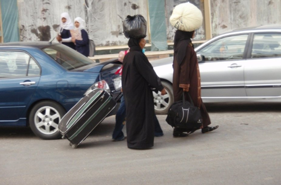 Moterys su nešuliais ant galvos