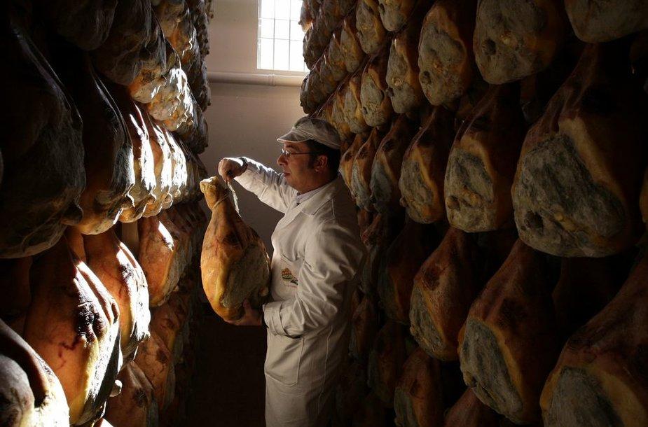 Baimę turistams keliantys patiekalų pavadinimai – italų kumpis Prosciutto