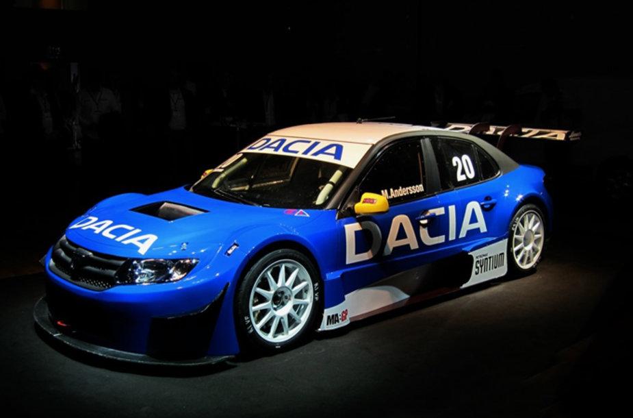 "STCC lenktynėms ruoštas ""Dacia Logan"""