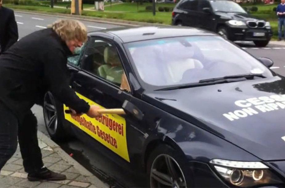 Daužomas BMW M6 automobilis