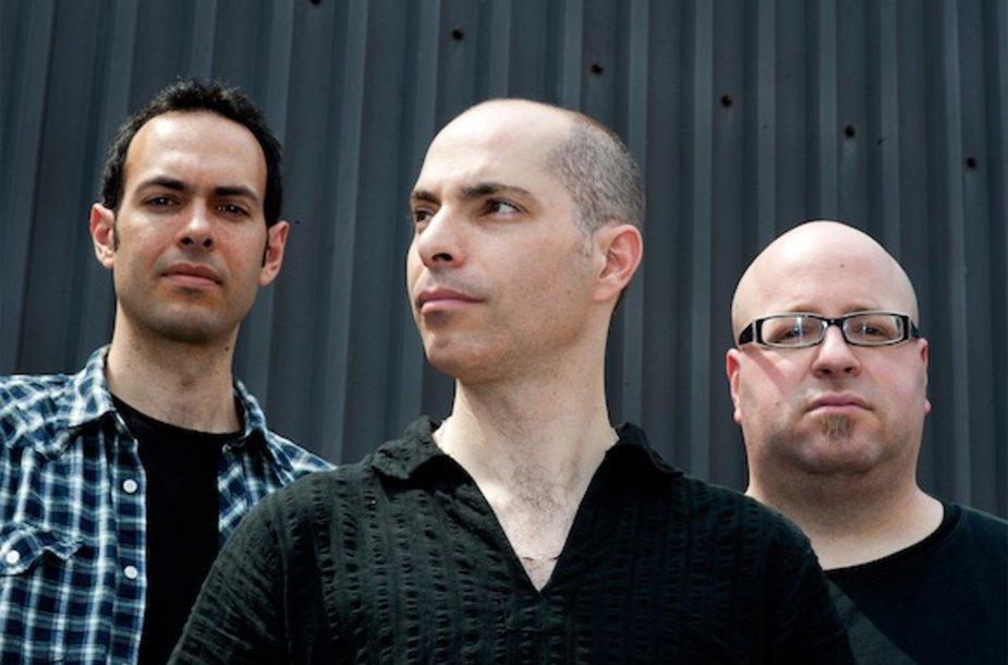 """""""Asafo Sirkio trio"""" iš Londono"""