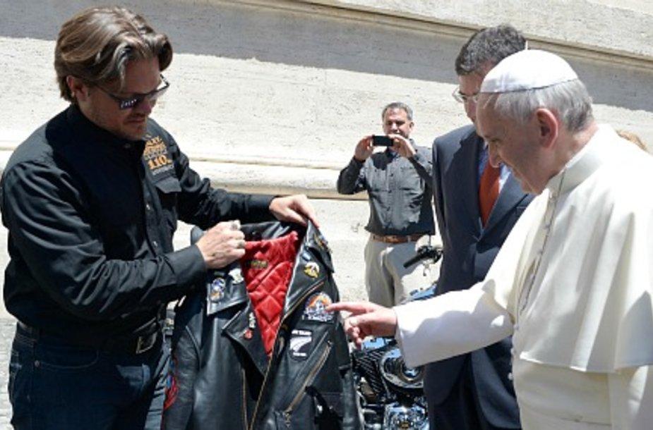 Папе Римскому подарили два «Харлея» и кожаную куртку