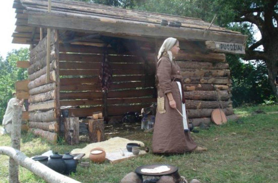 Gyvosios archeologijos diernose Kernavėje bandoma parodyti, kaip rengėsi ir gyveno lietuviai viduramžiais