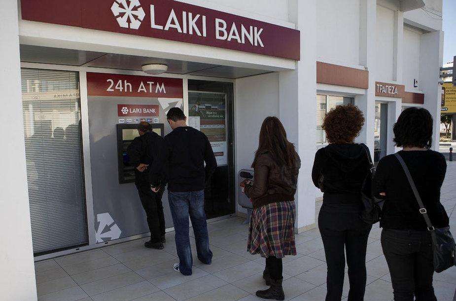 Люди у кипрских банков
