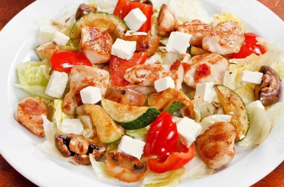 Pikantiškos vištienos salotos