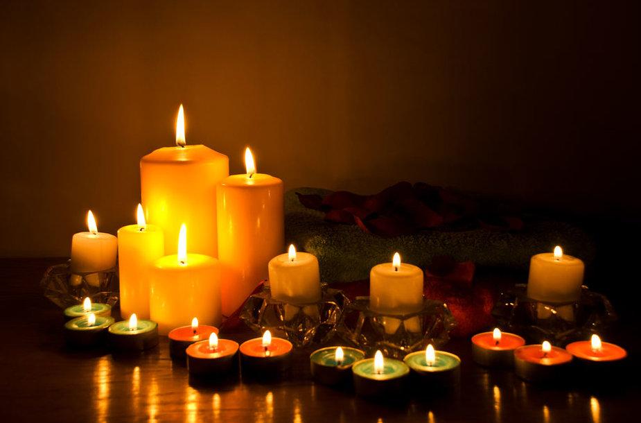 Žvakės puikiai valo namus nuo blogos energijos