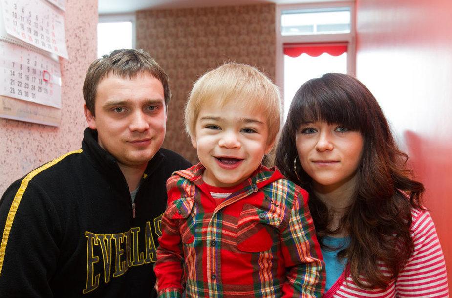 Piotras ir Svitlana Majewskiai kovoja dėl sūnaus teisės į gydymą.