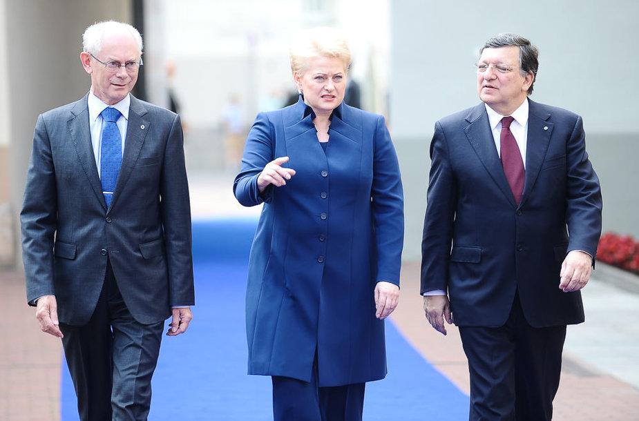 Europos Vadovų Tarybos pirmininkas Hermanas van Rompuy (kairėje), Lietuvos prezidentė Dalia Grybauskaitė ir Europos Komisijos pirmininkas Jose Manuelis Barrosas