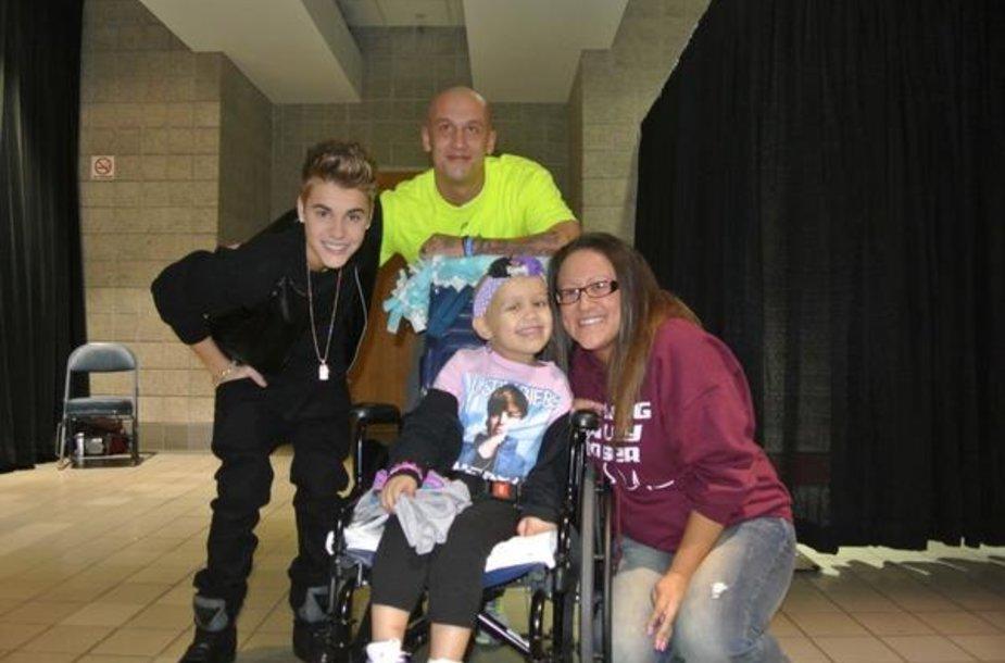 Justinas Bieberis su 4-mete Hailey Roser
