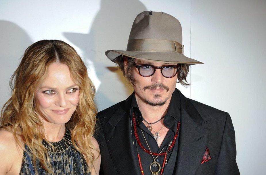 Johnny Deppas ir Vanessa Paradis (2010 m.)