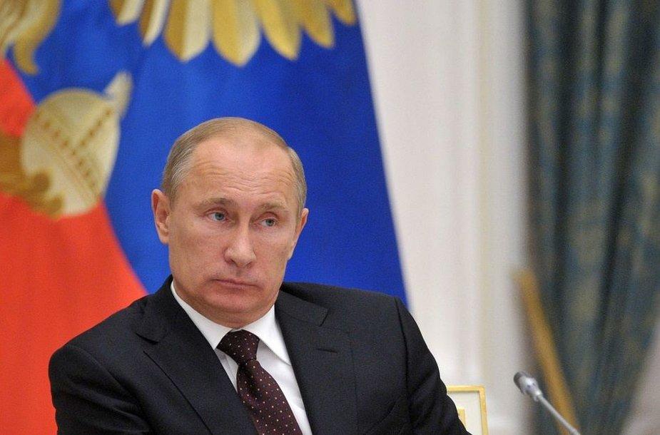 """Vladimiras Putinas palaimino """"Pussy Riot"""" narėms skirtą bausmę"""