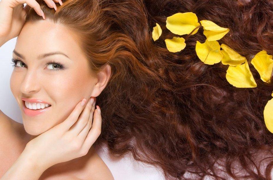Pasidarykime pačios: 7 būdai, paspartinti plaukų augimą