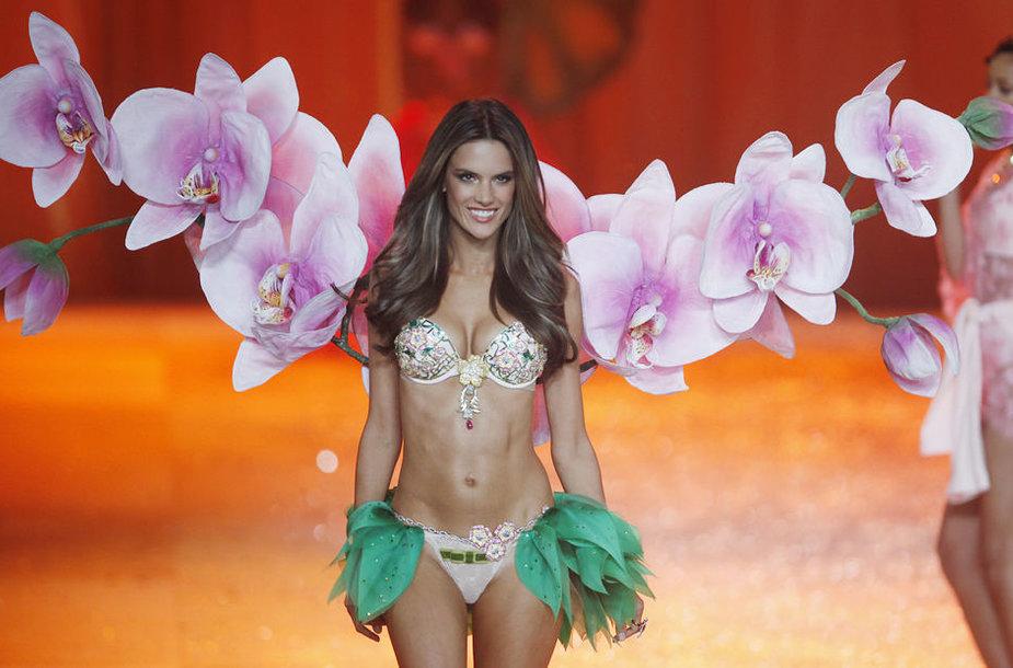 "Supermodelis Alessandra Ambrosia ""Victoria's Secret"" pasirodyme Niujorke"