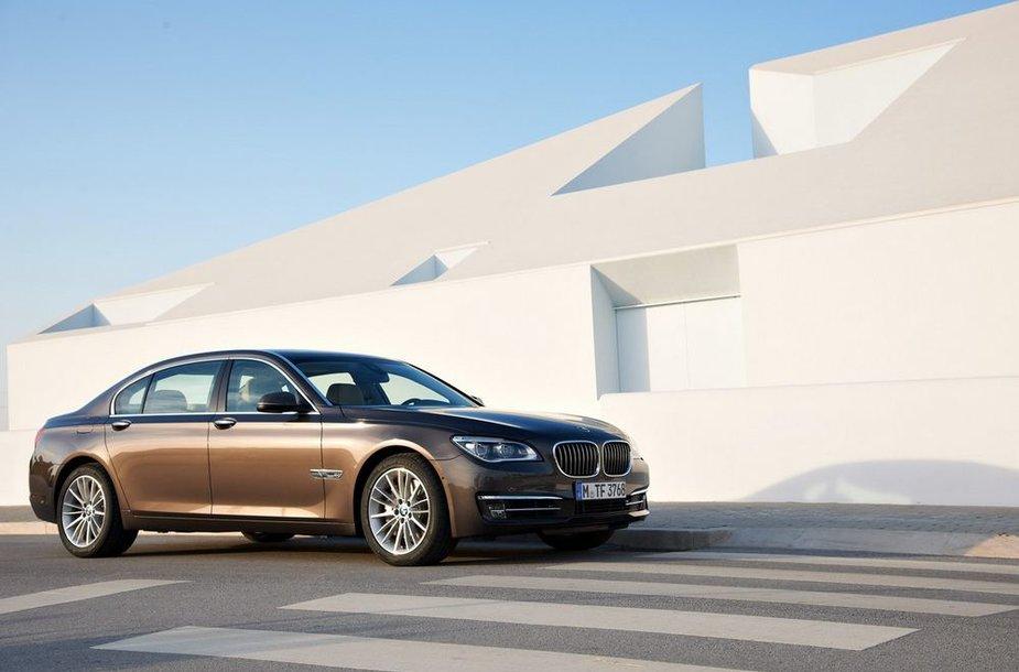 Atnaujintas 7 serijos BMW