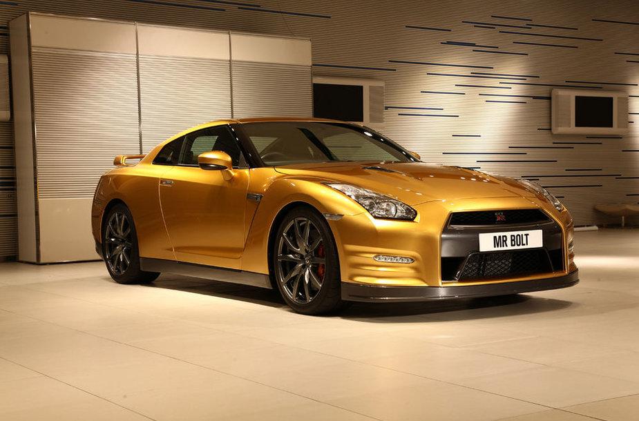 Auksinis Nissan GT-R