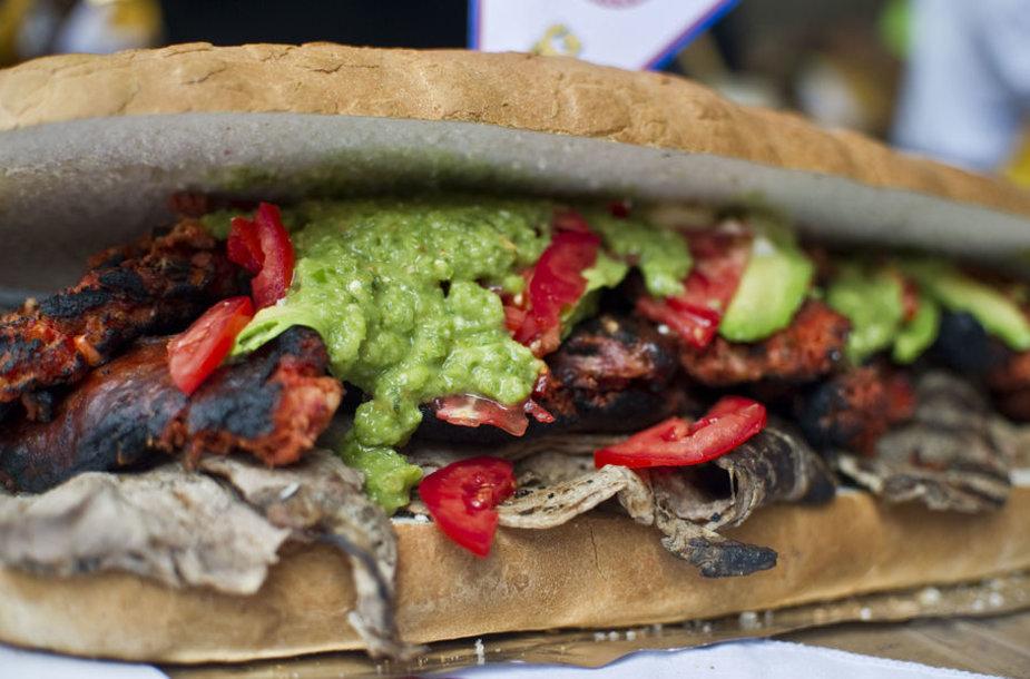 Meksikos virėjai pagamino įspūdingo dydžio sumuštinį