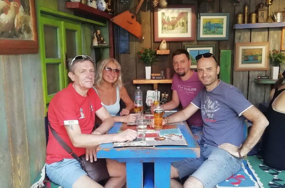Bičiuliai viename Sarajevo restoranų