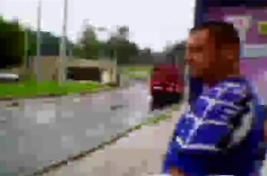 Policija prašo atpažinti chuliganą