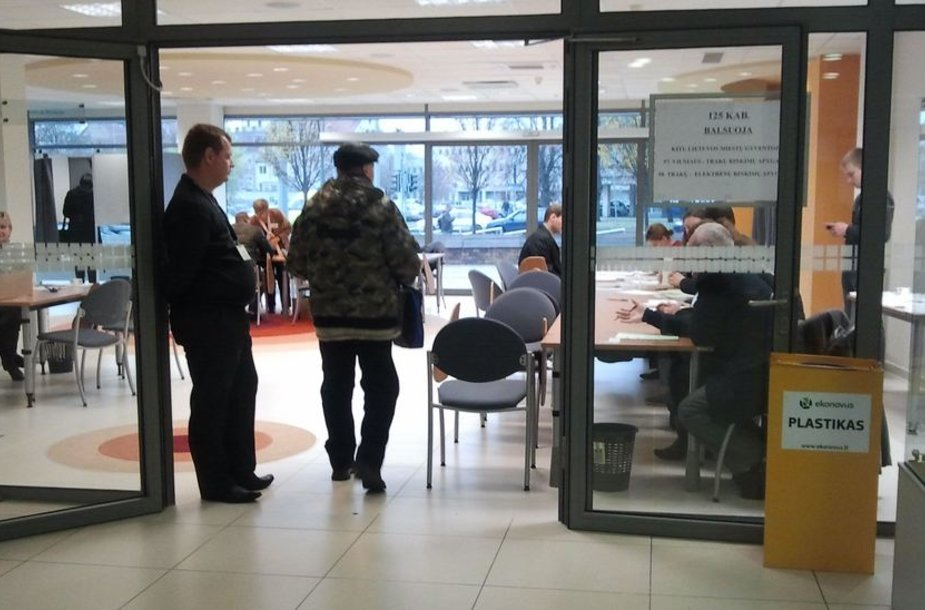 Trečiadienio rytą Vilniaus savivaldybėje iš anksto balsuojančių buvo vos keletas