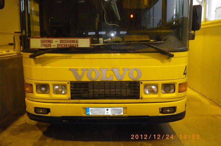 Autobusas Raigardo kelio poste