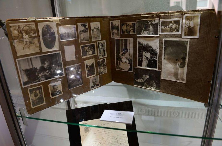 Pierre'o-Auguste'o Renoiro šeimos nuotraukų albumas