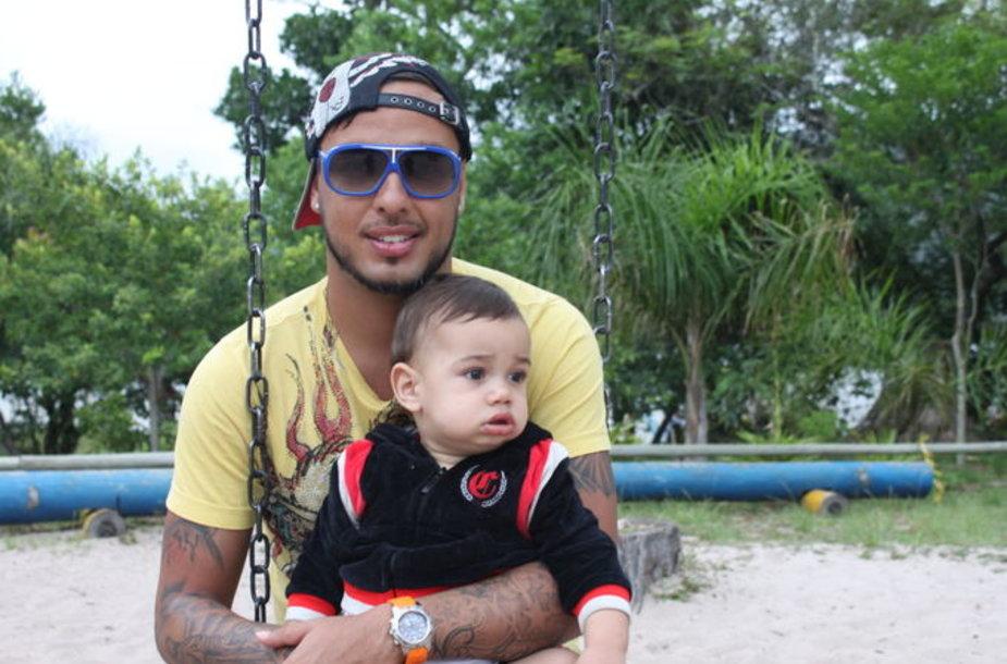 Rafaelis Ladesma su sūnumi