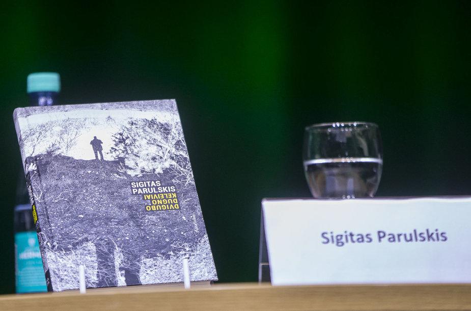 """Sigito Parulskio knygos """"Dvigubo dugno keleiviai"""" pristatymas"""