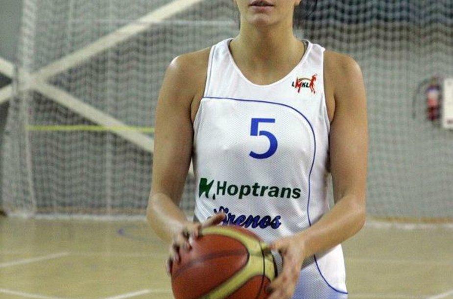 """""""Hoptrans-Sirenų"""" komandos naujokė Dovilė Miliauskaitė."""