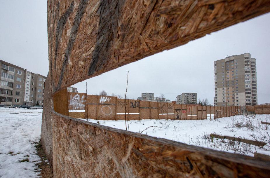 Pradėtos ir apleistos statybos sostinės P.Žadeikos gatvėje